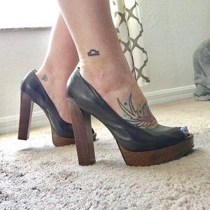 Gianni Bini Brown & faux wood platform heels 10